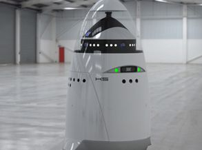 Realizador Tony Kaye abre casting a robôs