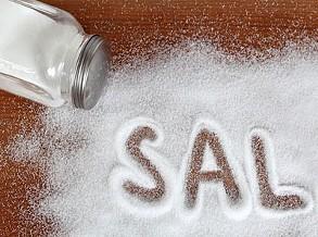 Demasiado sal na comida aumenta risco de demência