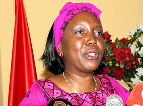 Ministra lança concurso público na saúde e destaca sua importância