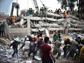 Buscas por sobreviventes no México continuam sem cessar
