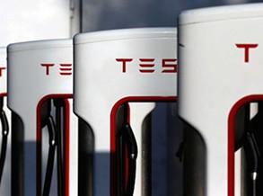 Tesla vai acabar com carregamentos grátis para novos clientes