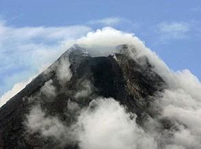 Pelo menos 11 pessoas retiradas de Bali. Vulcão entrou em actividade