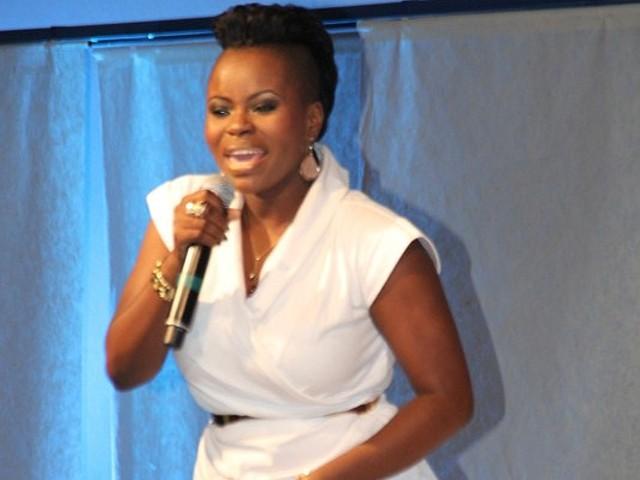 Diva Ary animou o stand da Unitel