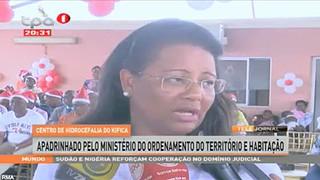 Festa de natal- Animam va?rias crianc?as de Luanda