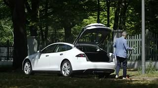 Empresa alemã propõe usar candeeiros de rua para recarregar carros elétricos