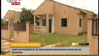 Complexo residencial de professores expatriados em estado de abandono