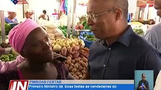 Primeiro Ministro dá  boas festas às vendedeiras do mercado do Plateau