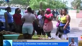 Vendedeiras ambulantes manifestam-se contra acção dos fiscais