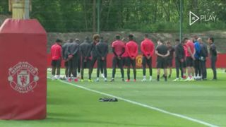 Manchester United faz minuto de silêncio pela vítimas do atentado