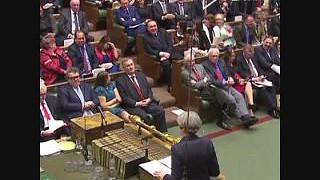 Como May pôs o Parlamento a rir em 6 segundos (em dia de Brexit)