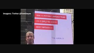 Times Square pede a destituição de Donald Trump