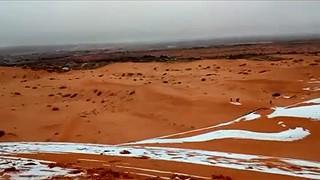 Deserto do Sahara acordou com manto branco de neve