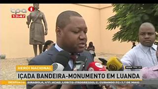Hero?i Nacional Ic?ada bandeira - monumento em Luanda