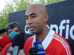 Confusão com árbitro dita fim precoce do jogo do Benfica