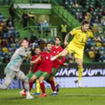 epa08745472 Portugal national team player Bernardo Silva (C) in action against Sweden national player Lindelof (R) during the UEFA Nations League group C soccer match between Portugal and Sweden, held at Alvalade stadium in Lisbon, Portugal, 14 October 2020.  EPA/JOSE SENA GOULAO