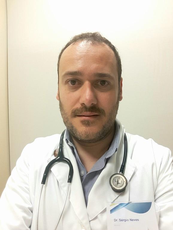 Sérgio Neves é coordenador da unidade de pediatria da Clínica de Santo António