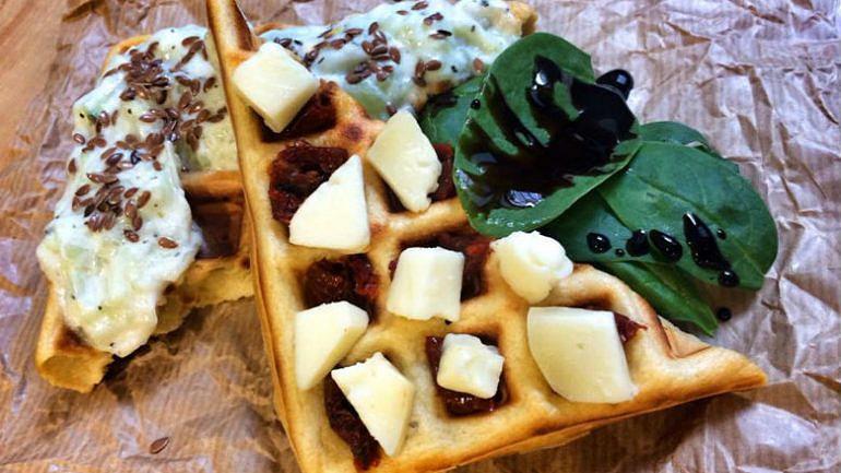 Hungry waffles com topping de tzatziki (5,10€)