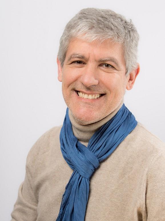 Manuel Peixoto foi gestor na área da formação comportamental em empresas e coach profissional pelo CTI - Paris, curso certificado pela International Coach Federation (ICF)
