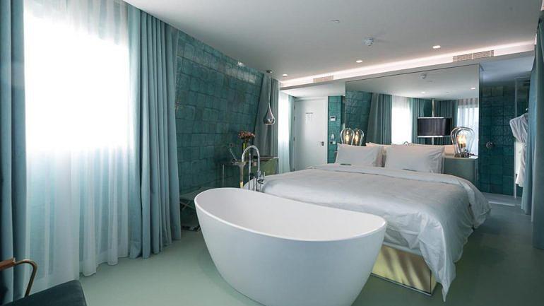 Sim, é um hotel com nome de casa de banho — mas não torça já o nariz
