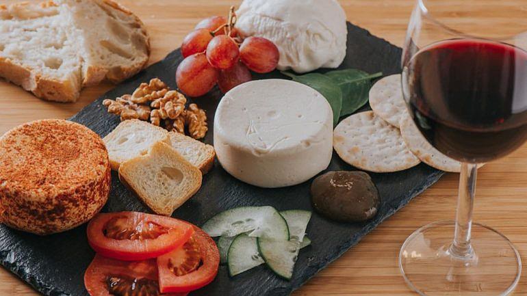 Aqui temos o queijo mozzarela e o queijo flamengo na versão com e sem paprika