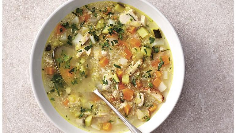 3 receitas de sopas saudáveis e criativas para combater o frio
