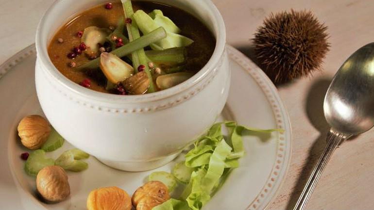 Do puré à sopa, 3 receitas boas e saudáveis com castanhas