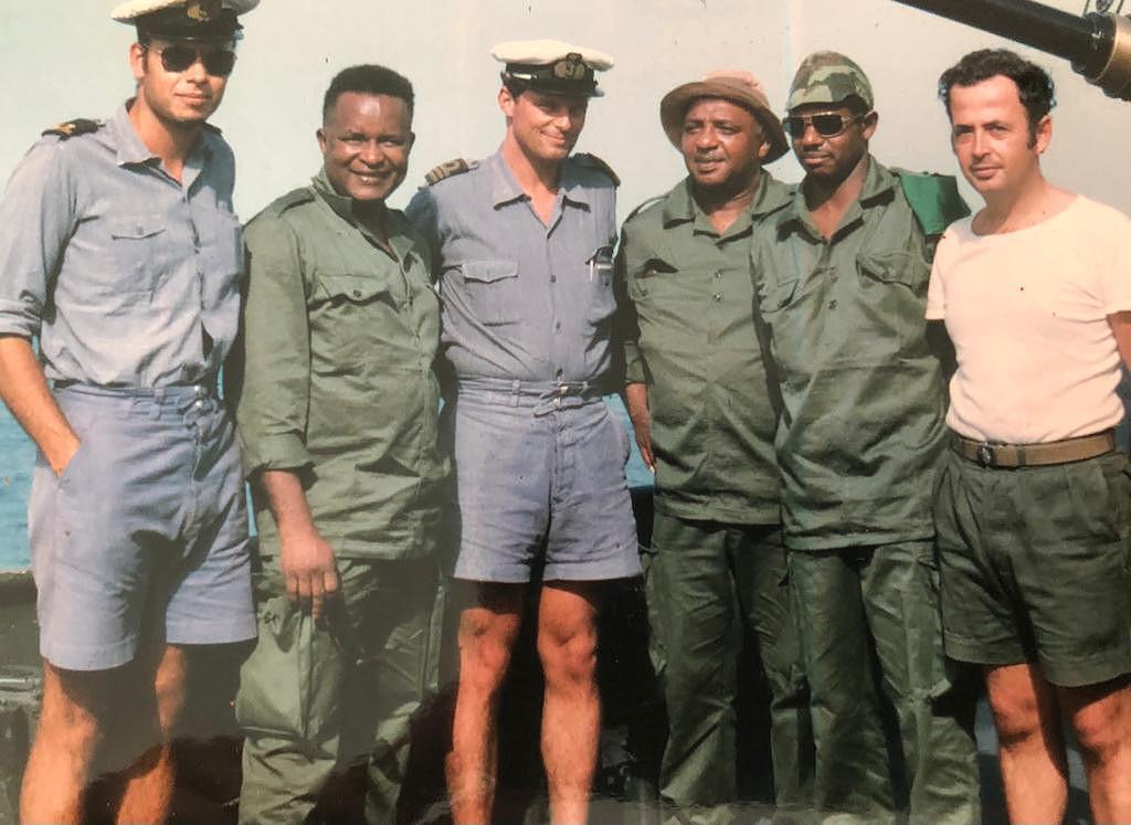 Operação Mar Verde - Oficiais fuzileiros portugueses com membros da FNLG