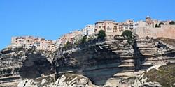22 cidades e vilas à beira do precipício. Uma delas é em Portugal