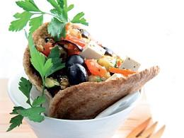 Sanduíche de verduras em pão de pita