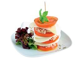 Mil-folhas de mozzarella e tomate