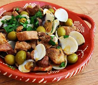 Carne de porco à alentejana - Receita - SAPO Lifestyle