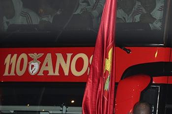 Benfica recebido em festa pelos adeptos