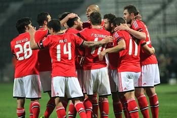 Benfica vence na Grécia e já vê os oitavos