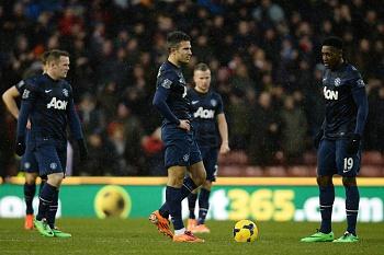 Manchester United perde e fica mais longe da Liga dos Campeões