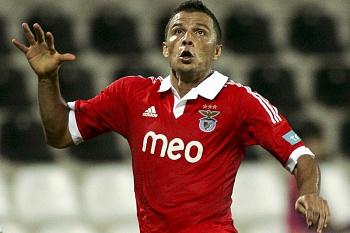 Benfica em vantagem e com o jogo controlado