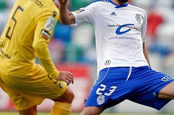 Porcellis e Valdinho oferecem vitória ao Feirense