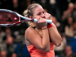 Angelique Kerber bate bicampeã Wozniacki