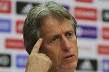 O treinador do Benfica esclareceu hoje a pol