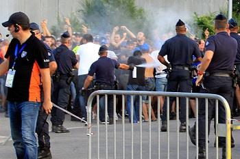 Mais de 40 polícias feridos em confrontos entre adeptos do Marselha e Bastia