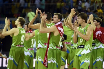 Slovenia's players congratulate the fans after the 2014 FIBA World basketball championships group D match Korea VS Slovenia at the Gran Canaria Arena in Gran Canaria on September 2, 2014. Slovenia won 89-72.