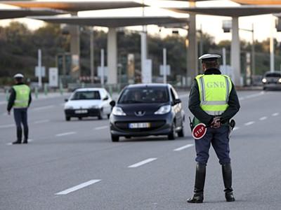Resultado de imagem para GNR detém em Alcabideche jovem de 25 anos, já referenciado, por fuga em contramão na autoestrada