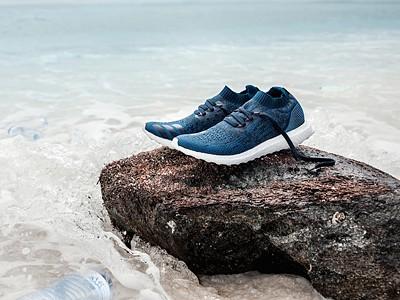 Adidas lança leggings feitas de plástico recolhido nas