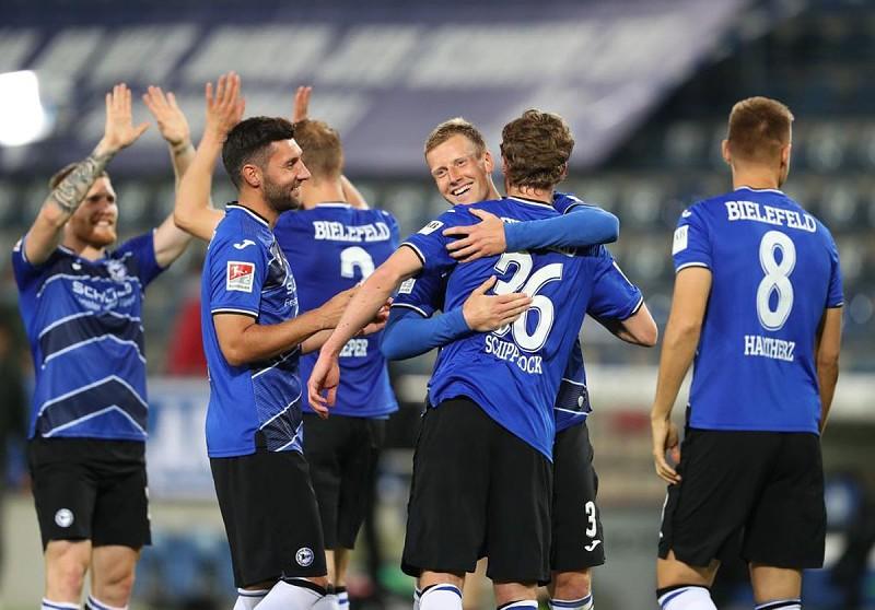 Arminia Bielefeld regressa à'Bundesliga' 11 anos depois - BundesLiga - SAPO Desporto