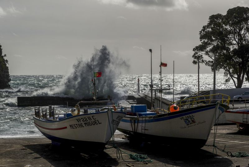 Resultado de imagem para Autoridade marítima determina encerramento de portos nos Açores devido ao mau tempo