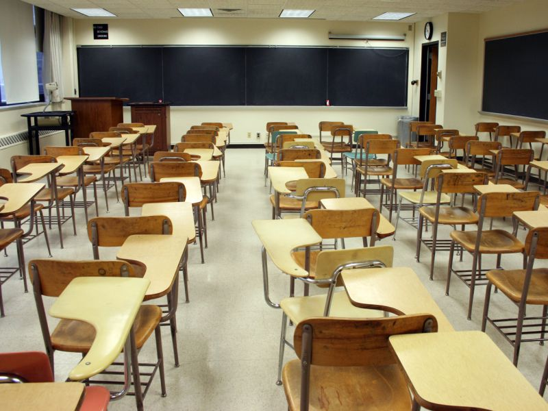 Resultado de imagem para Professor terá agredido aluno em escola de Alvalade. Docente e estudantes prestaram declarações na esquadra dos Olivais
