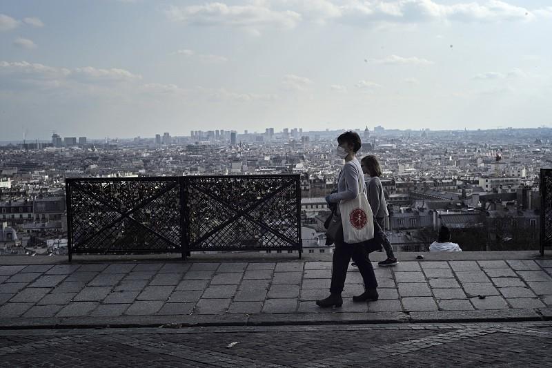 França regista mais de 12 mil casos e 450 mortes causadas pelo vírus