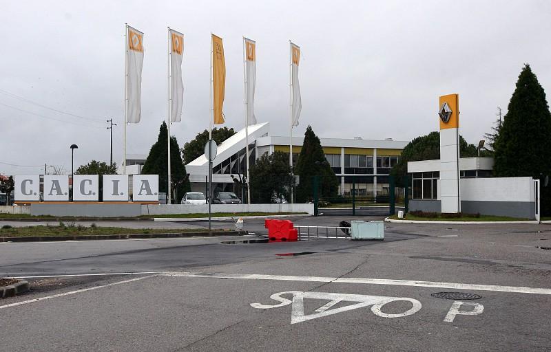 Resultado de imagem para Covid-19: Renault para produção da fábrica de Cacia, Aveiro