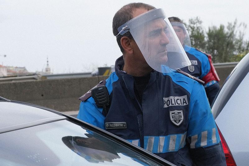 Covid-19: Detidas 22 pessoas por desobediência e encerrados 145 ...