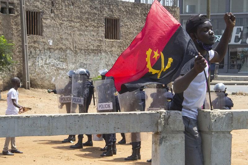 Angola melhora liberdade, mas mantém abusos policiais e repressão em Cabinda - Human Rights Watch