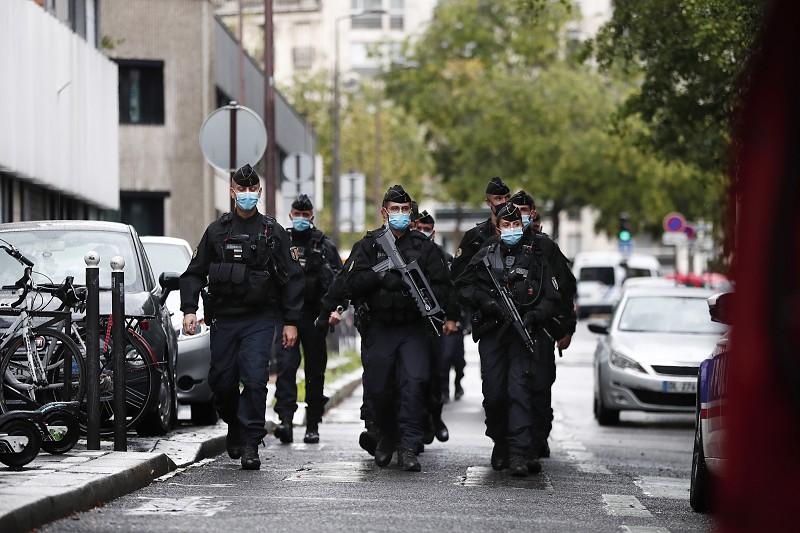 Brigada antiterrorista chamada depois de decapitação de homem perto de Paris